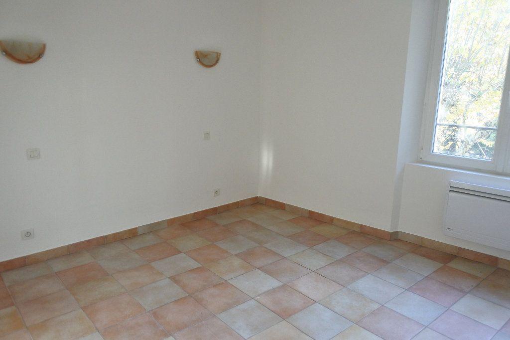 Appartement à louer 4 83.4m2 à Grasse vignette-4