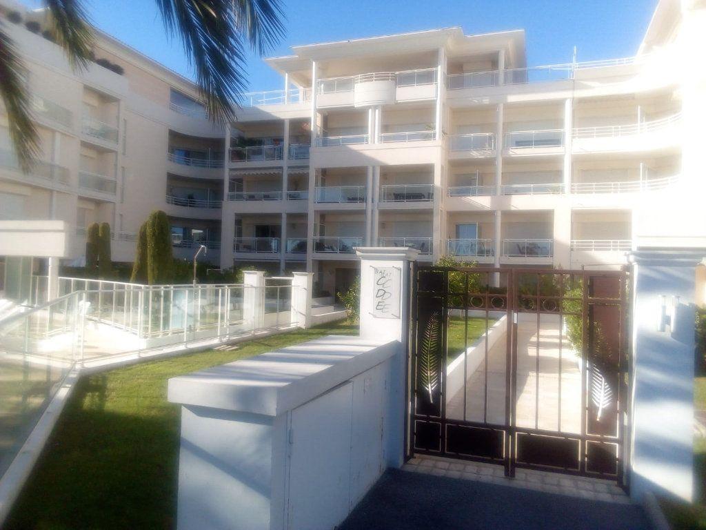 Appartement à louer 2 46.1m2 à Cannes vignette-2