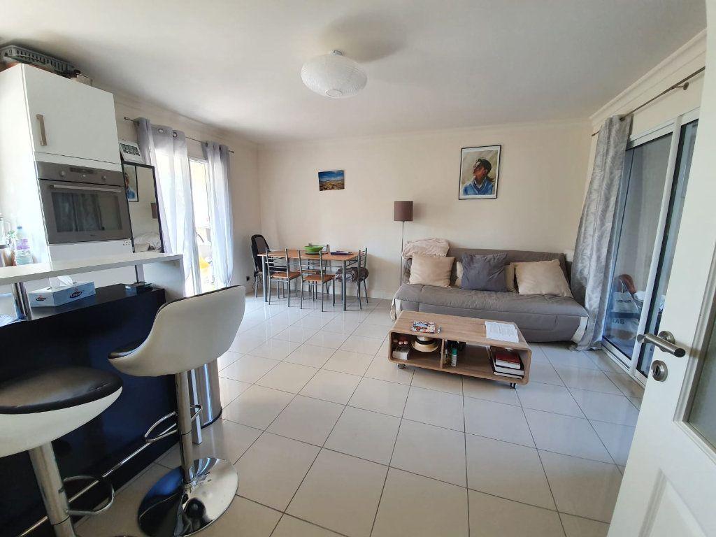 Appartement à louer 2 46.1m2 à Cannes vignette-3