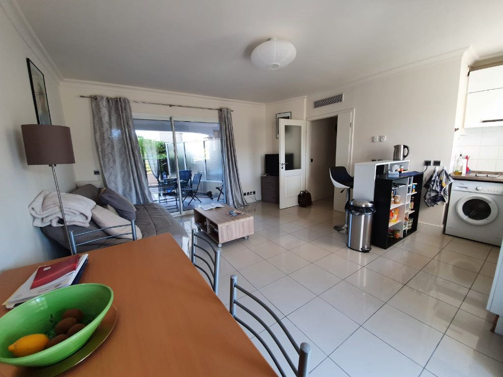 Appartement à louer 2 46.1m2 à Cannes vignette-4