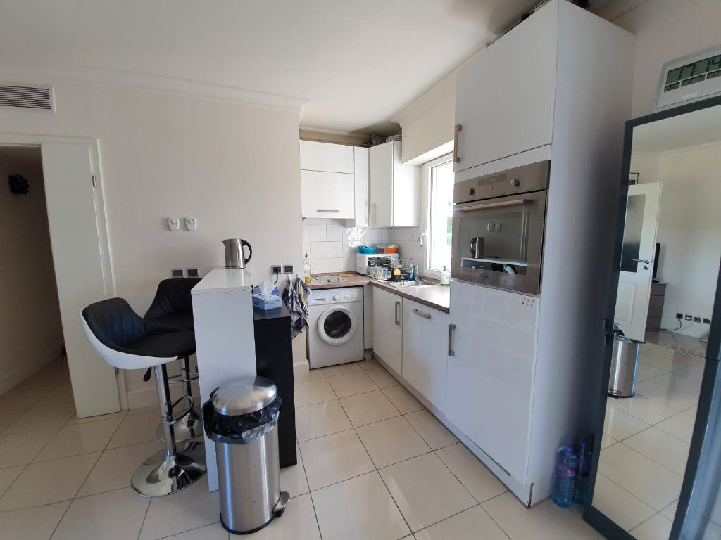 Appartement à louer 2 46.1m2 à Cannes vignette-7