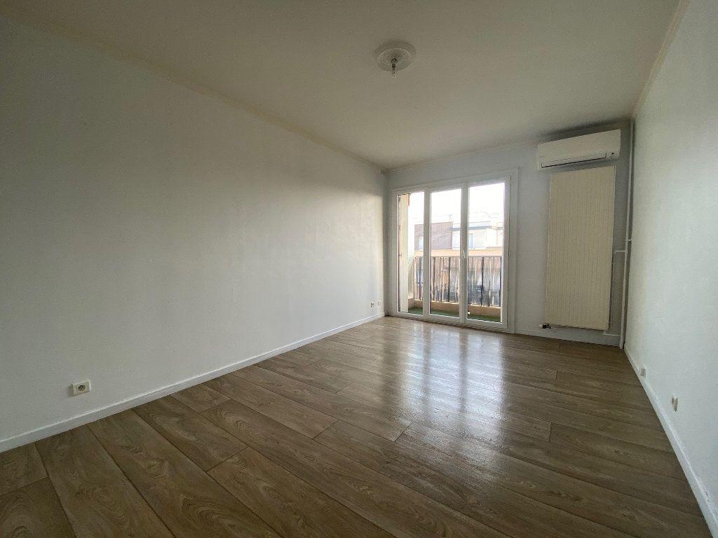 Appartement à louer 2 41.8m2 à Mouans-Sartoux vignette-1
