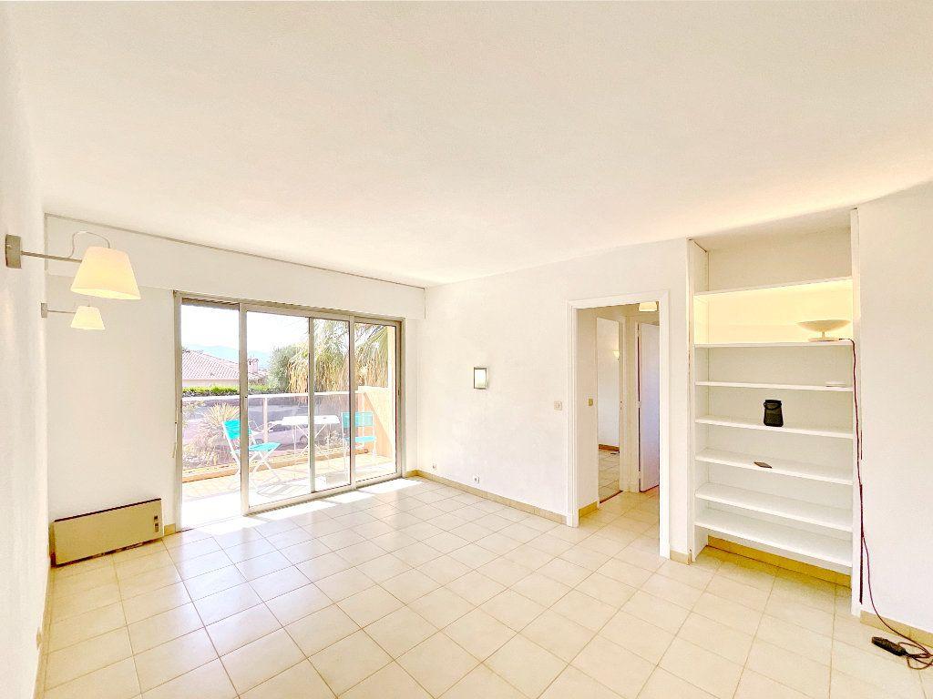 Appartement à louer 2 46.15m2 à Le Cannet vignette-2