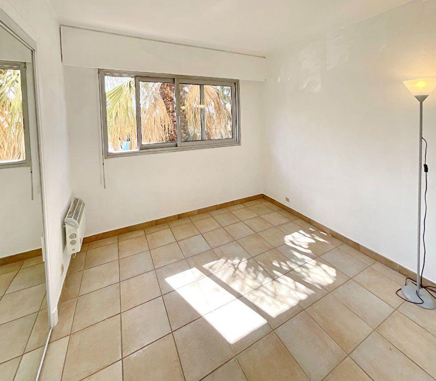 Appartement à louer 2 46.15m2 à Le Cannet vignette-5