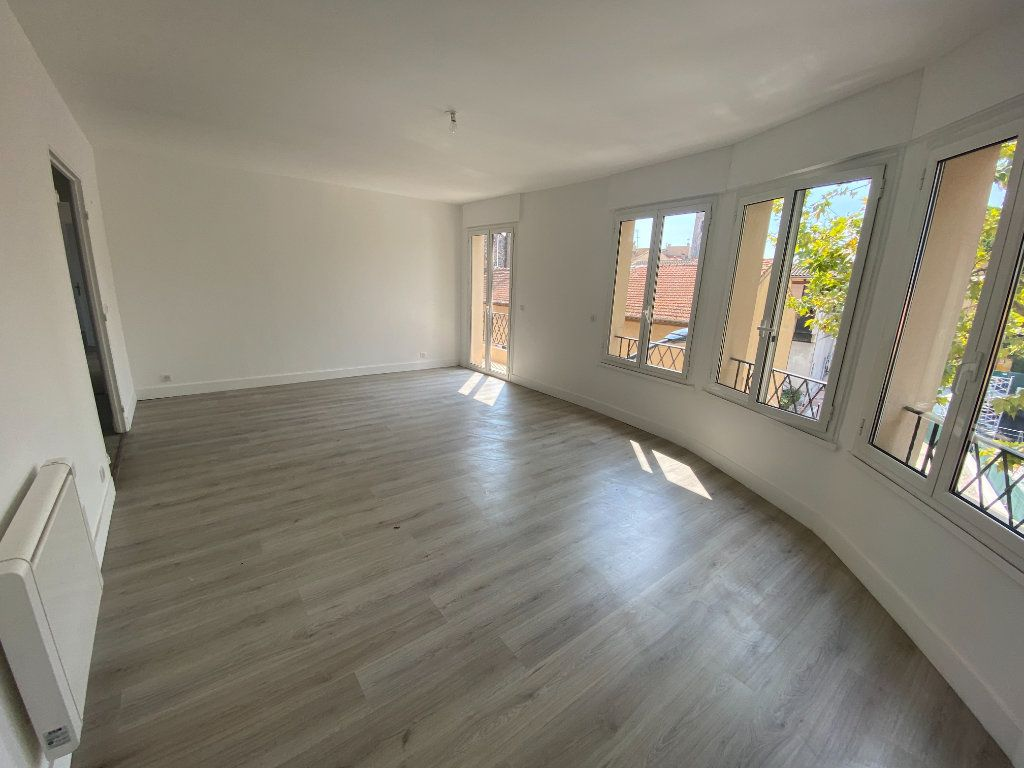 Appartement à louer 5 95.36m2 à Mouans-Sartoux vignette-1