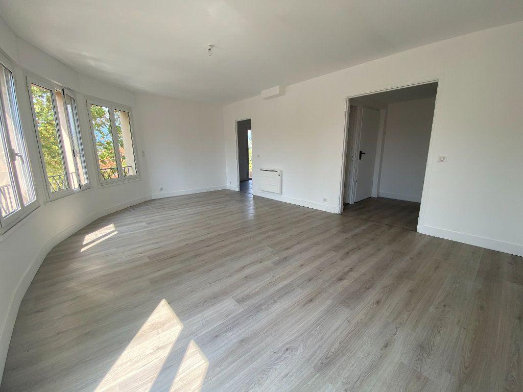 Appartement à louer 5 95.36m2 à Mouans-Sartoux vignette-2