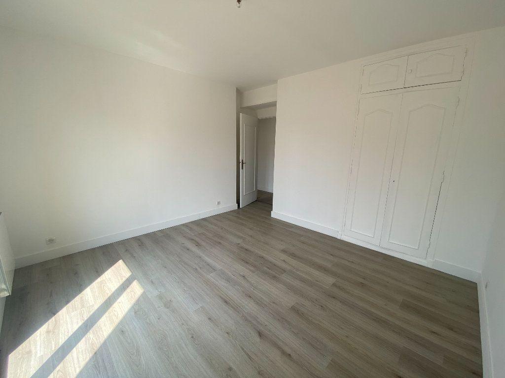Appartement à louer 5 95.36m2 à Mouans-Sartoux vignette-12