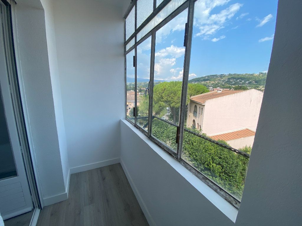 Appartement à louer 5 95.36m2 à Mouans-Sartoux vignette-15