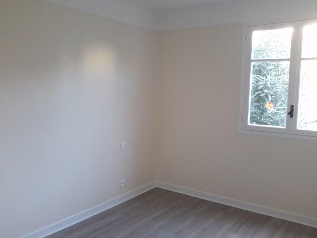 Appartement à louer 3 54.44m2 à Grasse vignette-2