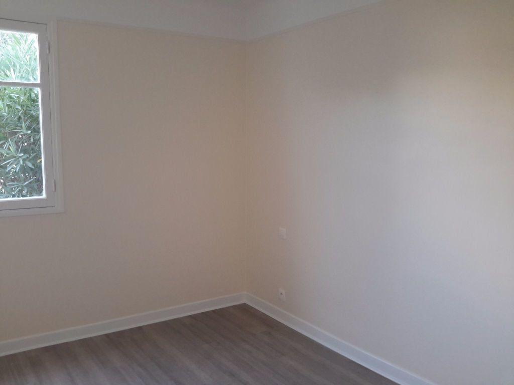 Appartement à louer 3 54.44m2 à Grasse vignette-3