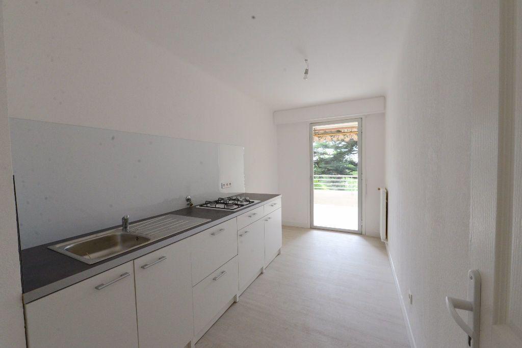 Appartement à louer 4 73m2 à Grasse vignette-1