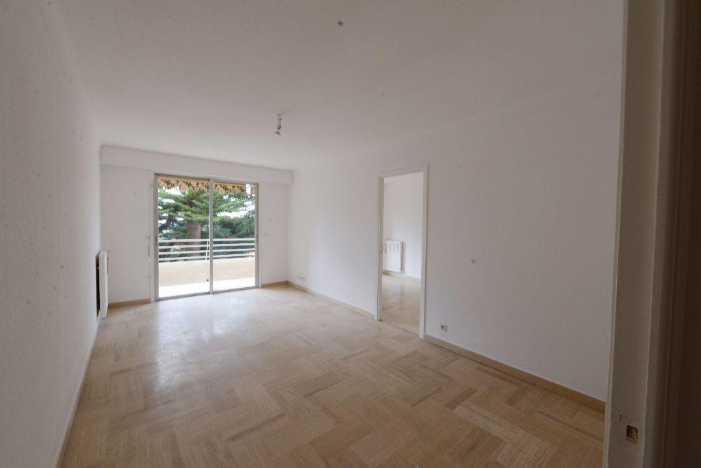 Appartement à louer 4 73m2 à Grasse vignette-2