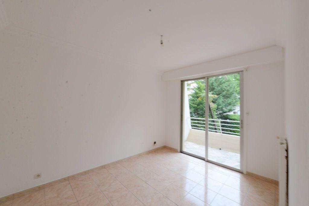 Appartement à louer 4 73m2 à Grasse vignette-4