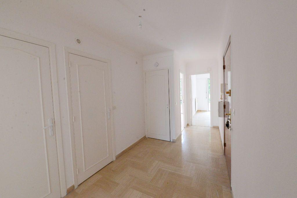 Appartement à louer 4 73m2 à Grasse vignette-7