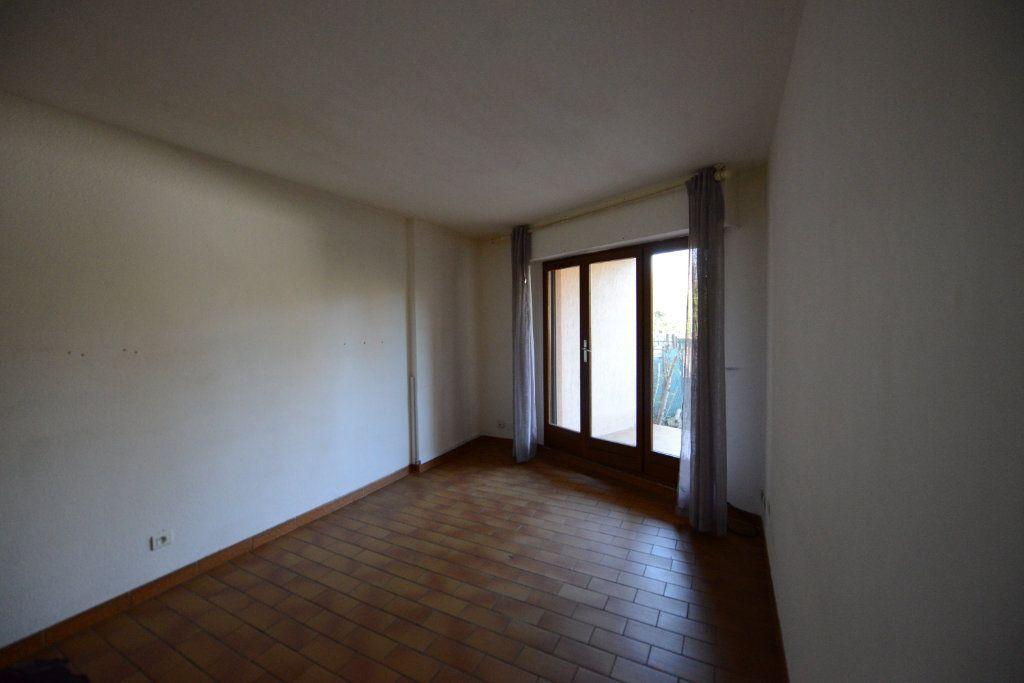 Appartement à louer 2 27m2 à Grasse vignette-1