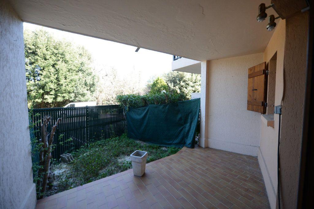 Appartement à louer 2 27m2 à Grasse vignette-3