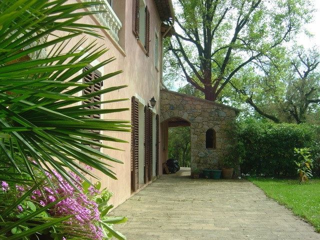 Maison à louer 5 214.95m2 à Mouans-Sartoux vignette-4