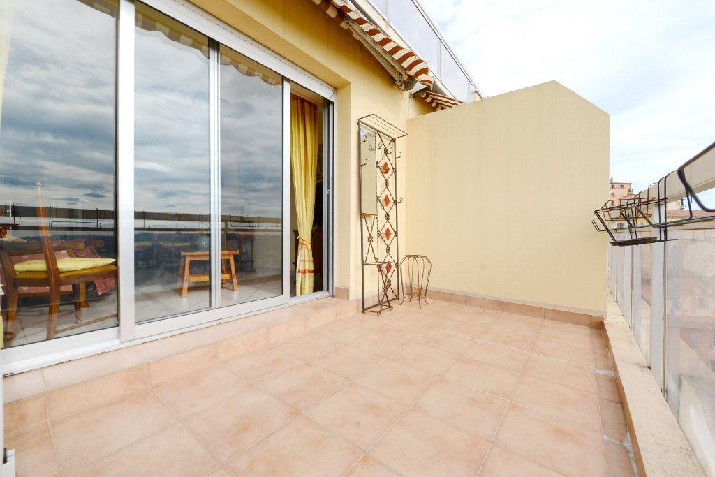 Appartement à vendre 3 62.41m2 à Grasse vignette-3