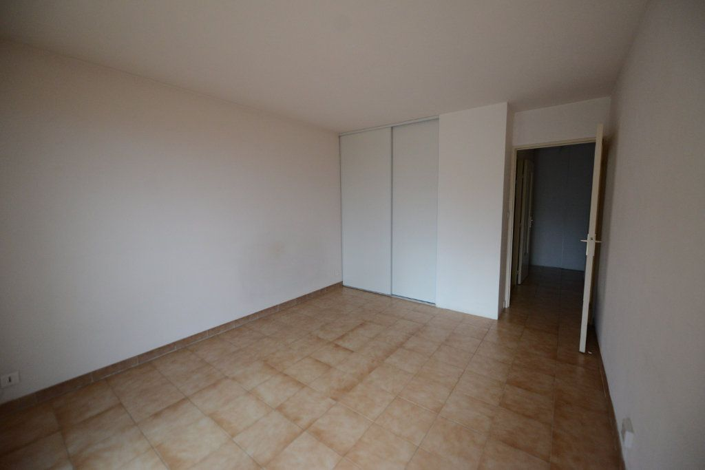 Appartement à louer 1 27.19m2 à Grasse vignette-2