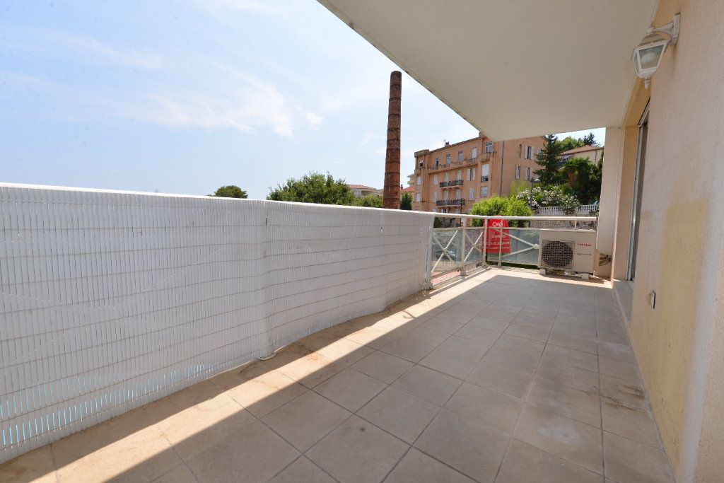 Appartement à vendre 4 85.17m2 à Grasse vignette-1