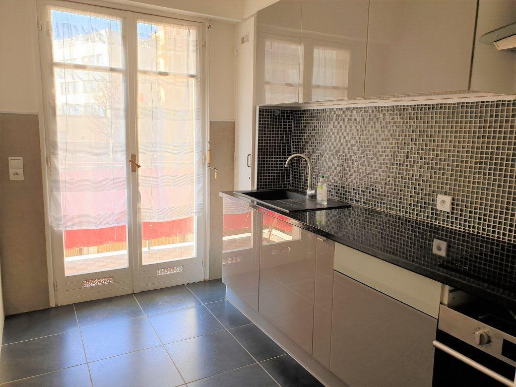 Appartement à louer 2 58.15m2 à Nice vignette-3