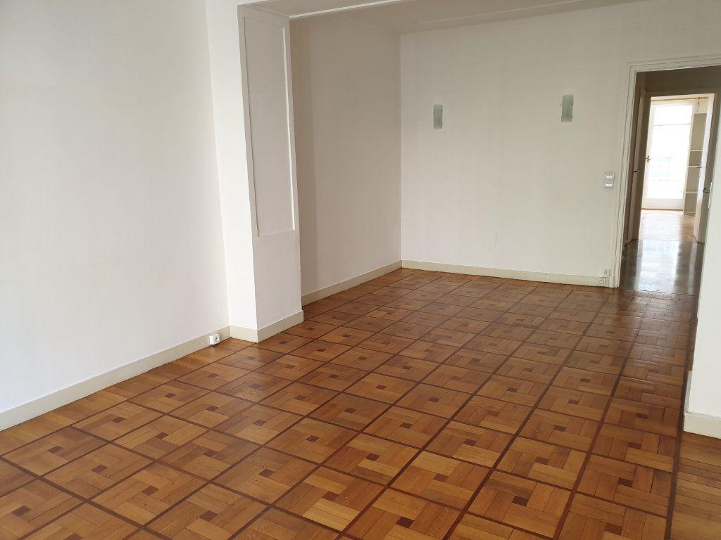 Appartement à louer 2 58.15m2 à Nice vignette-6