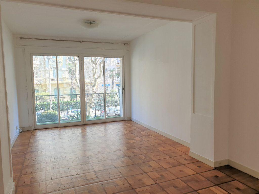 Appartement à louer 2 58.15m2 à Nice vignette-7