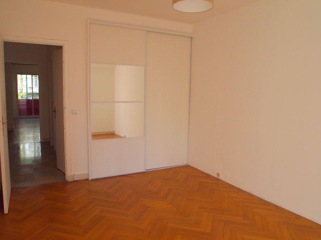 Appartement à louer 2 58.15m2 à Nice vignette-9