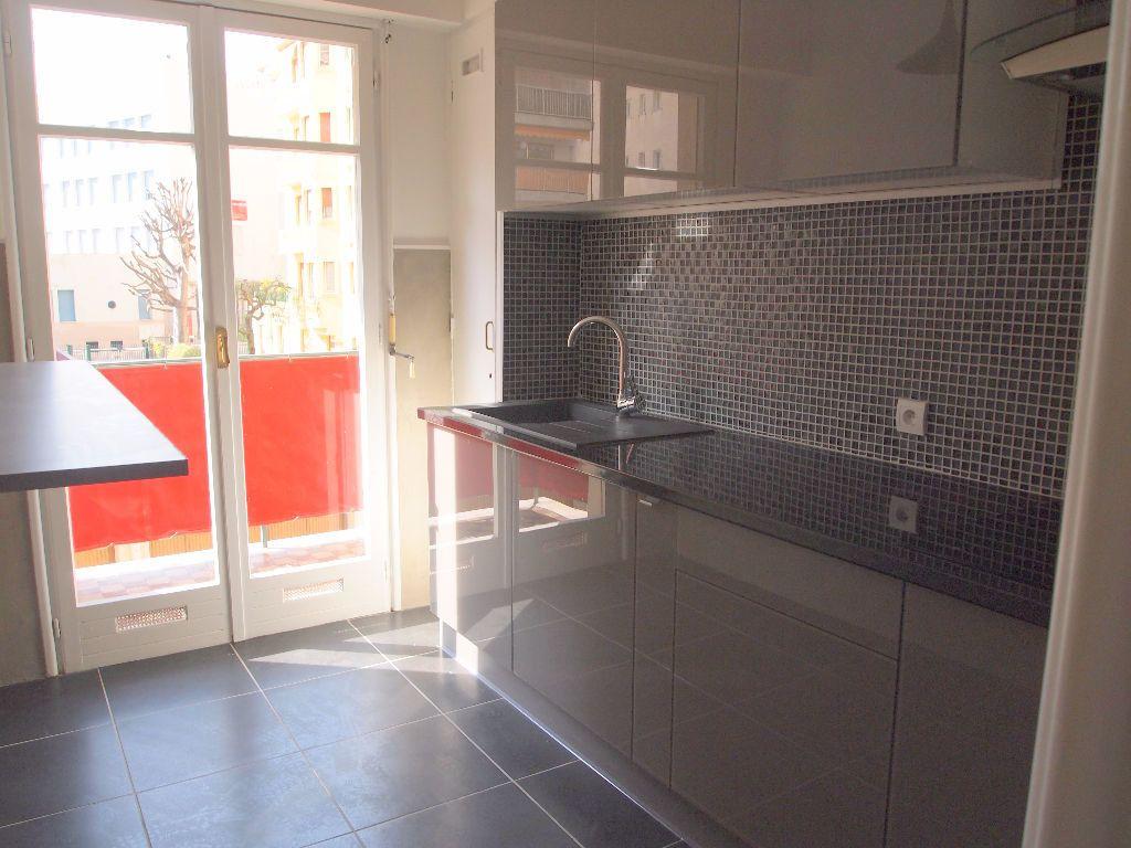 Appartement à louer 2 58.15m2 à Nice vignette-10