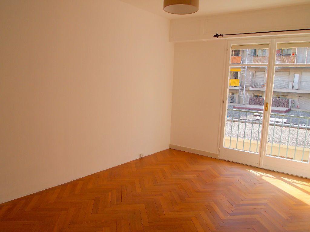 Appartement à louer 2 58.15m2 à Nice vignette-14