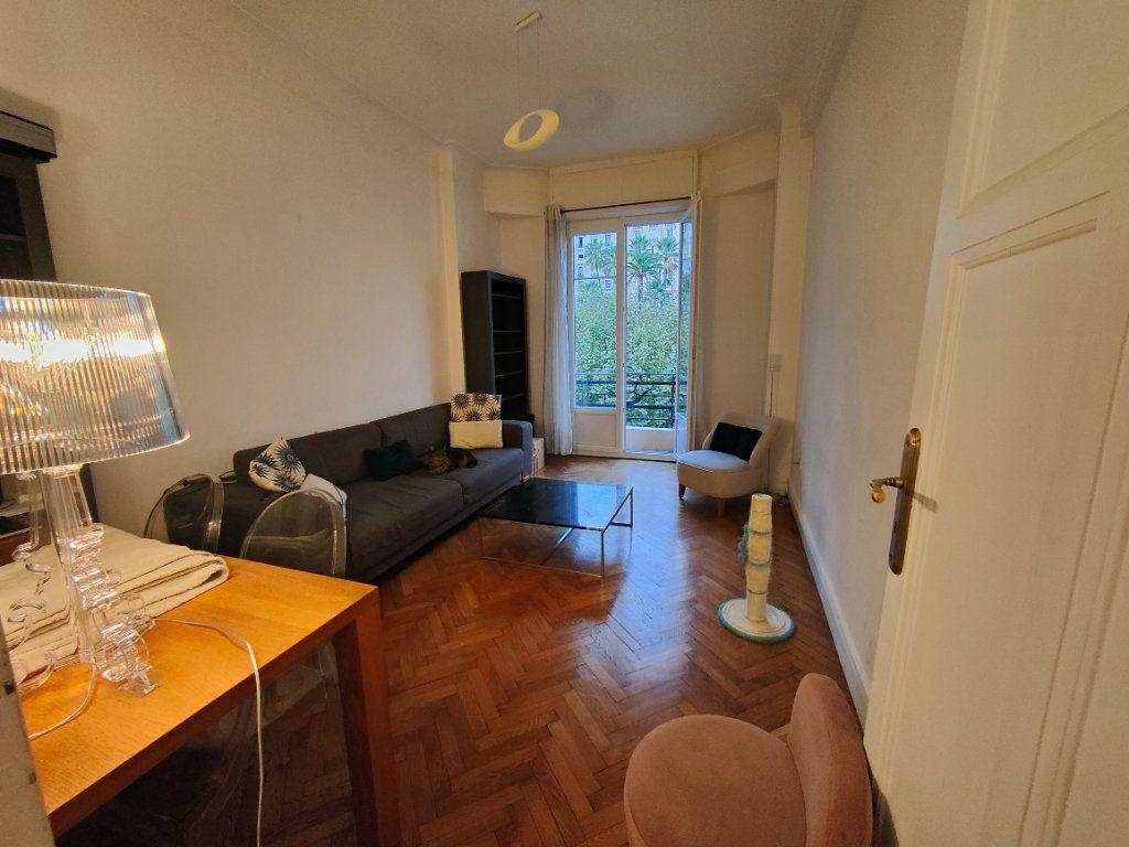Appartement à louer 2 59m2 à Nice vignette-1
