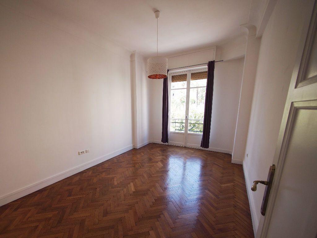 Appartement à louer 2 59m2 à Nice vignette-2