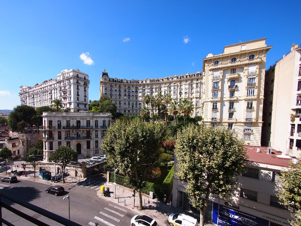 Appartement à louer 2 59m2 à Nice vignette-3