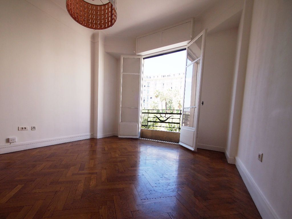 Appartement à louer 2 59m2 à Nice vignette-4