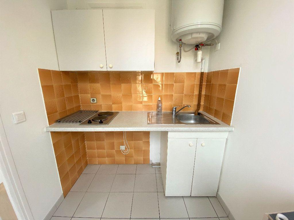 Appartement à louer 1 18.47m2 à Nice vignette-3