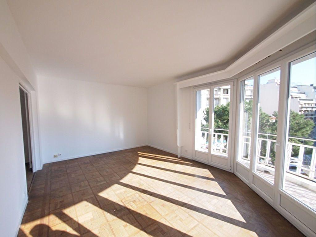 Appartement à louer 2 59.37m2 à Nice vignette-2