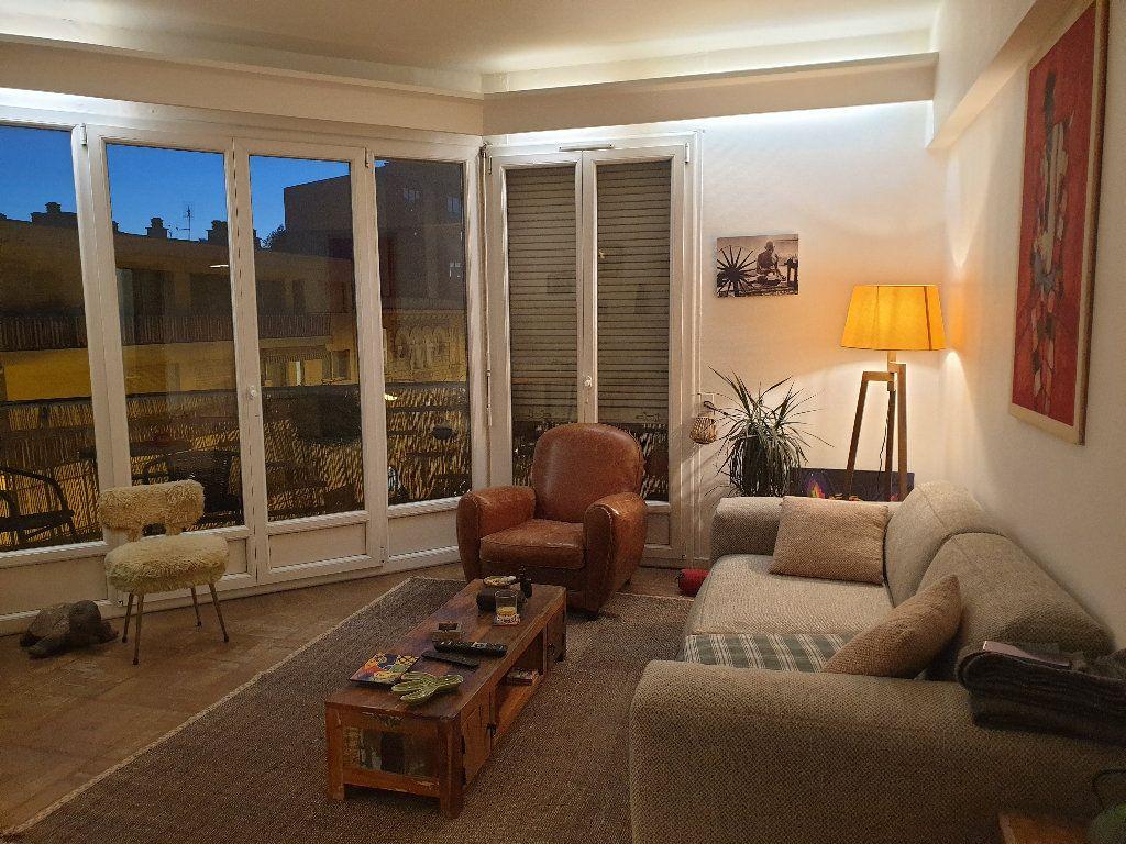 Appartement à louer 2 59.37m2 à Nice vignette-3