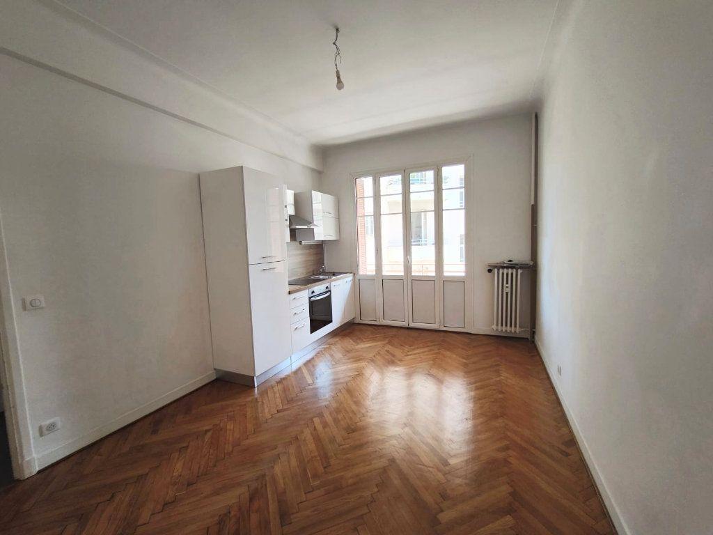 Appartement à louer 2 33.45m2 à Nice vignette-1