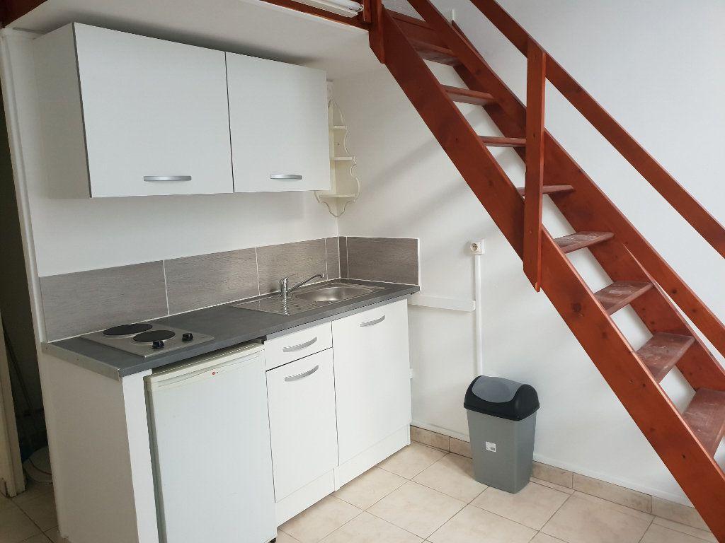 Appartement à louer 1 15m2 à Nice vignette-1