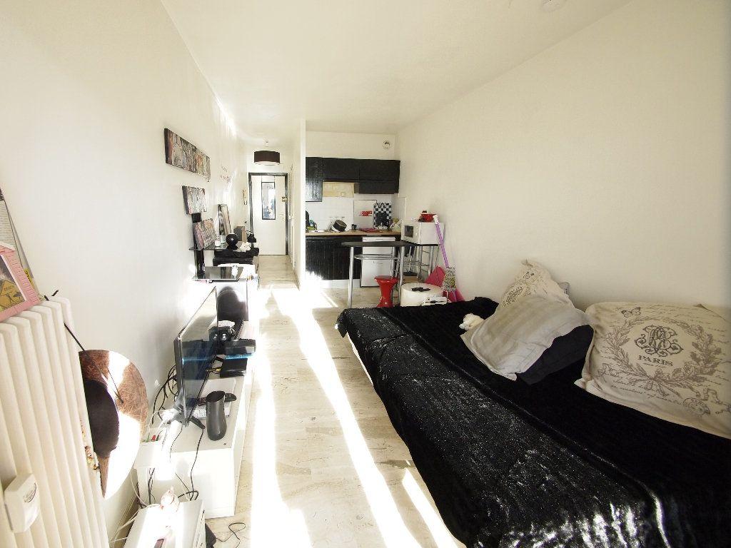 Appartement à louer 1 20.24m2 à Nice vignette-3