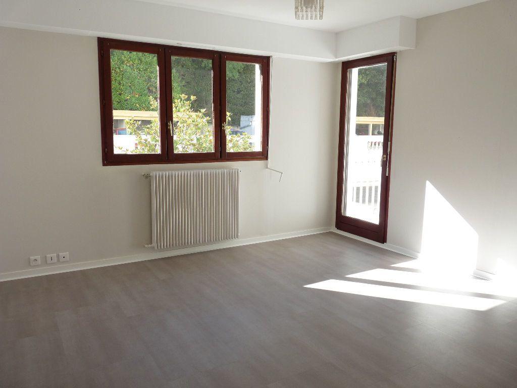 Appartement à louer 1 31.15m2 à Nice vignette-1