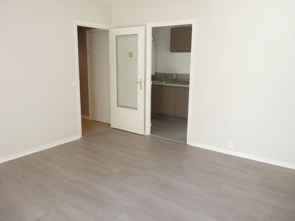 Appartement à louer 1 31.15m2 à Nice vignette-2