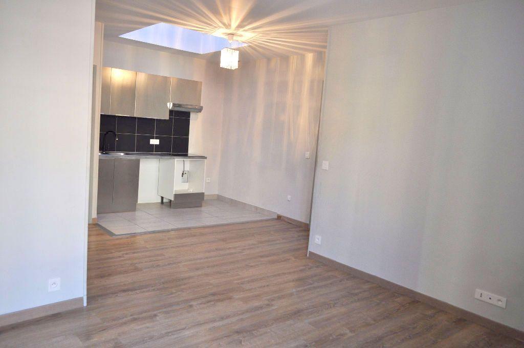 Appartement à louer 3 51.21m2 à Nice vignette-1