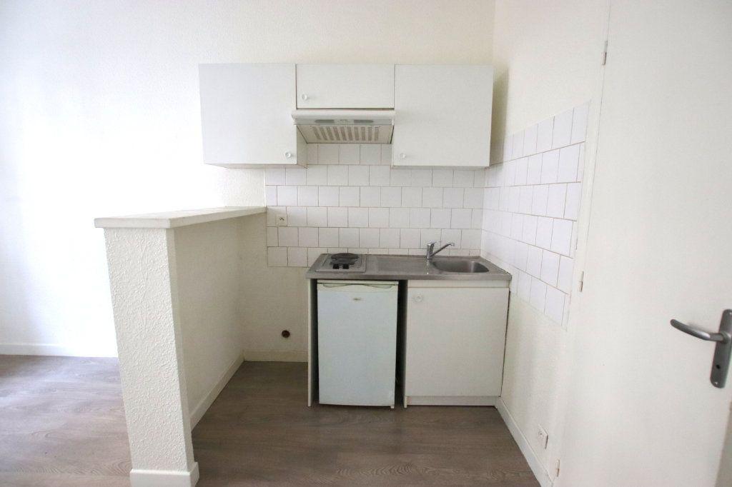 Appartement à louer 2 32.1m2 à Nice vignette-3