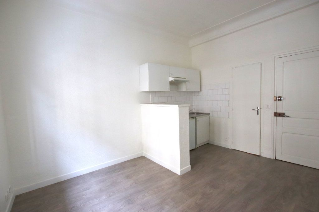 Appartement à louer 2 32.1m2 à Nice vignette-4