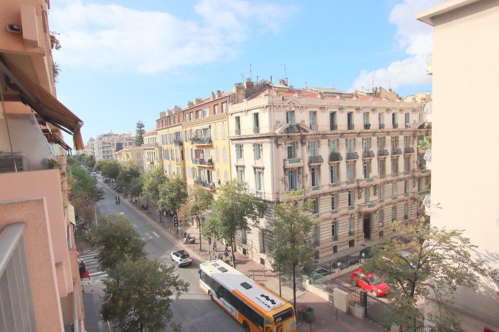 Appartement à louer 1 27.87m2 à Nice vignette-1