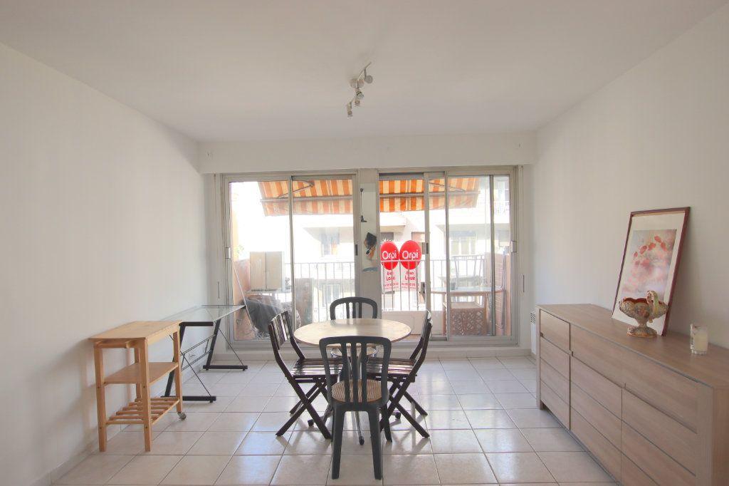 Appartement à louer 1 27.87m2 à Nice vignette-2