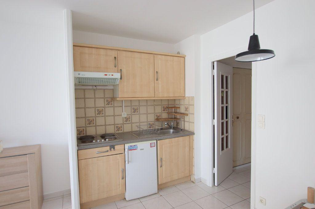 Appartement à louer 1 27.87m2 à Nice vignette-3