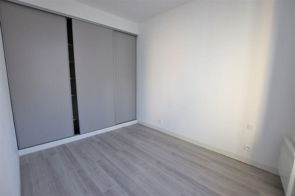 Appartement à louer 2 35.8m2 à Nice vignette-2