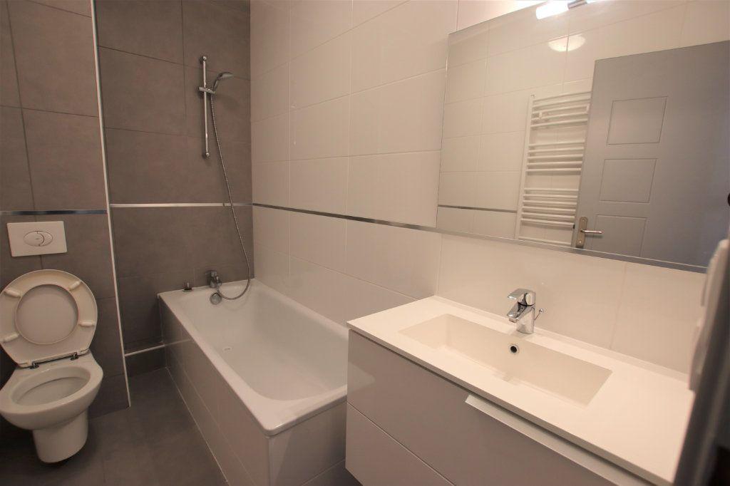 Appartement à louer 2 35.8m2 à Nice vignette-3